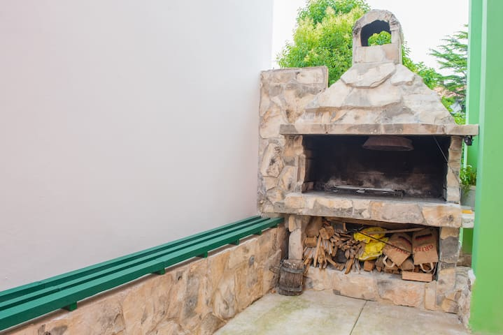 Common fireplace for barbecue