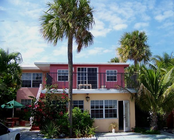 Danielle's Beachside Getaway - Lauderdale-by-the-Sea - Appartement
