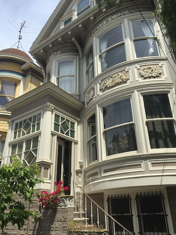Clayton street manor houses for rent in san francisco for 111 maiden lane salon san francisco