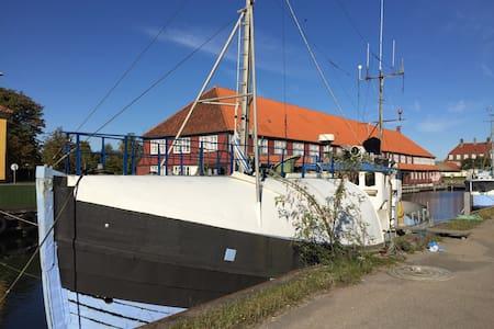 Houseboat - København