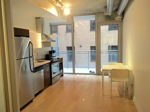 Modern studio apartment in Downtown