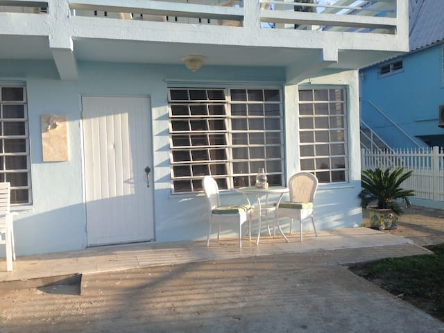 Adorable Beach House, Newly Renovated, Great Beach - Aguada - Lejlighed