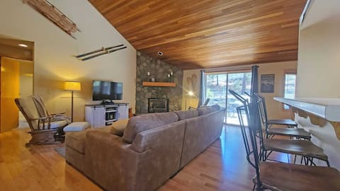 Newly Renovated, Private Home w/ Hot Tub & SHARC!