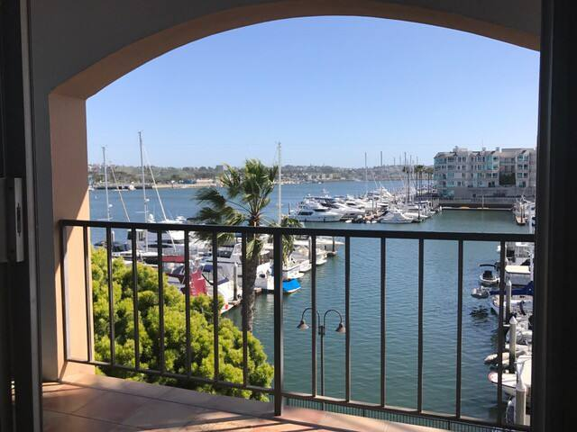 """ON THE WATER in Marina del Rey (the """"Brown Room"""") - Marina del Rey - Apartment"""