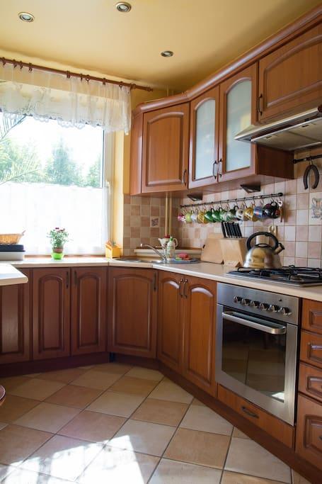 W pełni wyposażona kuchnia. ENG: Fully equipped kitchen.