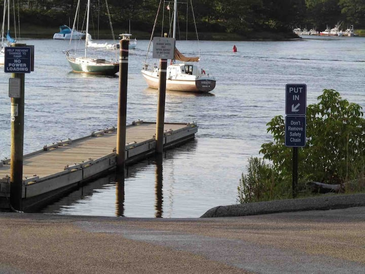 NEAR river, beach, boat launches, OOB, relax/ enjo