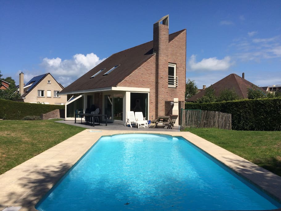 Villa with pool close to the beach locations for Piscine koksijde