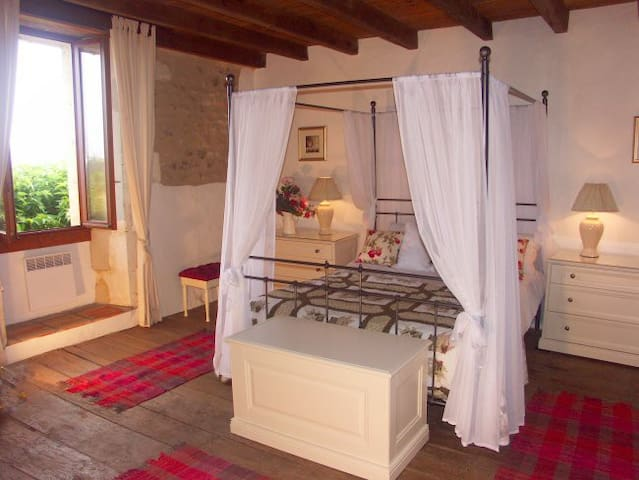 Idyllic location Charente/Dordogne - Juignac - Huis