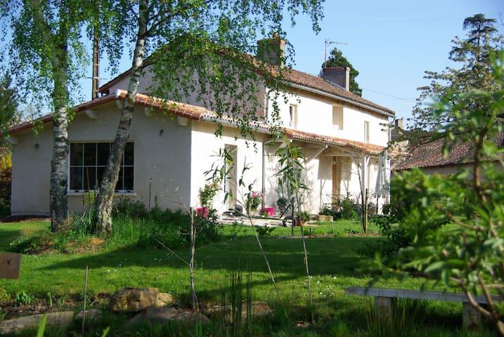 la petite maison dans la prairie - Bignoux - Huis