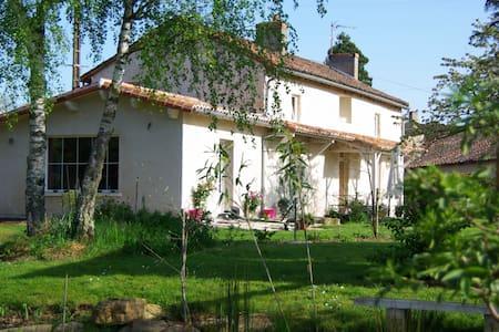 la petite maison dans la prairie - Bignoux - Hus