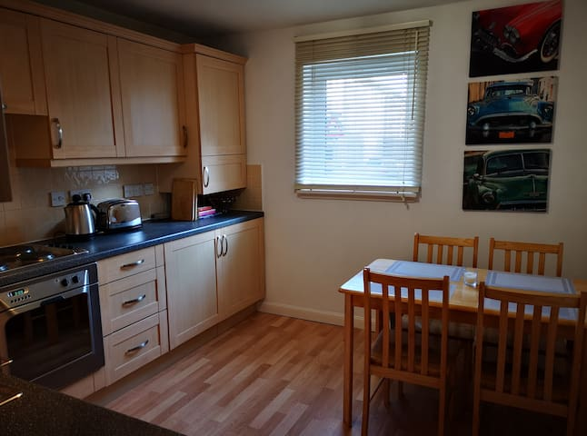 Two bed central apartment, Parking, WiFi