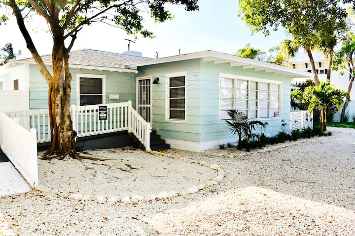 One-of-a-kind*Beach, Village, Dock & Private Pool!