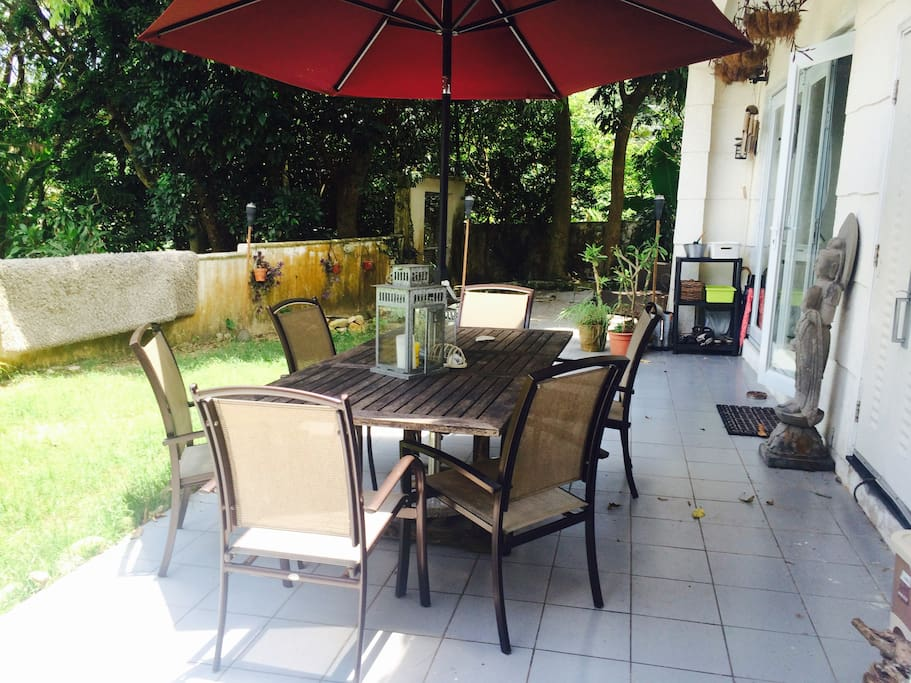 Outdoor garden table, main house is on your right