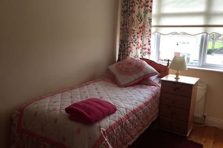 Single/twin room, close to airport
