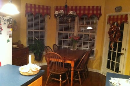 1-3 Private Rooms- Spacious & Warm - Mount Pleasant