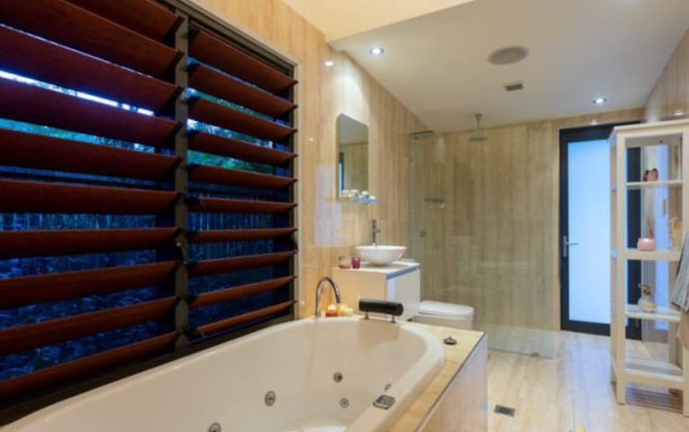 Bathroom with Jet Spa and Shower, heat towel rail