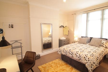 Inviting & homely three-bed SOUTH GOSFORTH flat