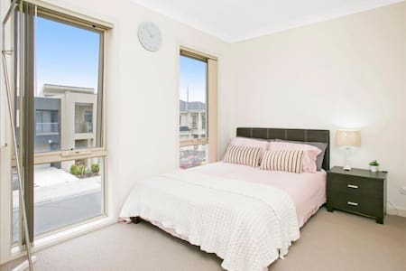 Private room in a new house - Mawson Lakes - Haus