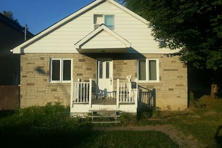 Cozy Private House - Chateauguay - Hus
