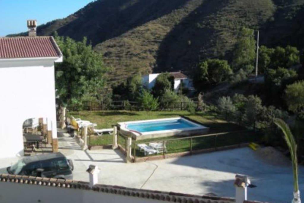 Malaga montes casa piscina casas en alquiler en m laga for Casas con piscina en malaga