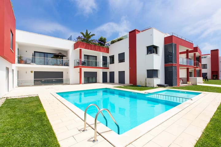 Blue Wave apartment with swimming pool, Baleal