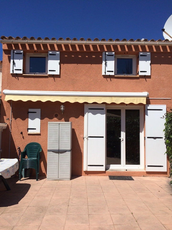 3 Bed villa with WIFI 5 mins from Med