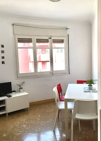 Bright single room near Park Güell & Sagrada