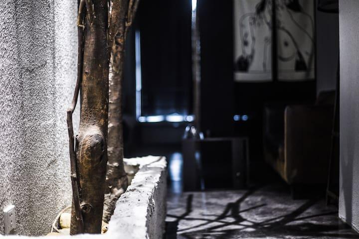 7晟民宿✔为约会准备/楼下双地铁[近市中心春熙/太古/东郊记忆/理工大学]7色灯光/浴缸/直达东站