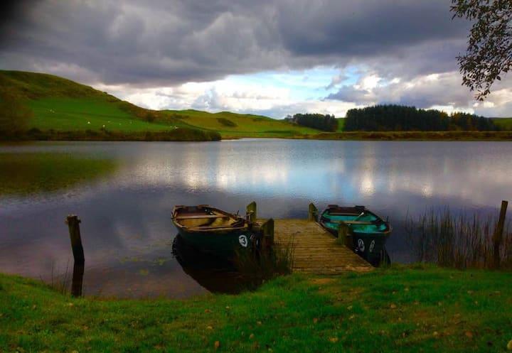 Lake view, a romantic hideaway.