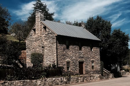 1780 Stone House - Lexington