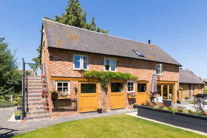 Luxury barn Ideal for Stratford and The Cotswolds