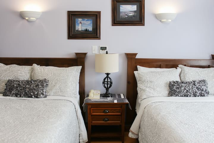 Some rooms with 2 double beds