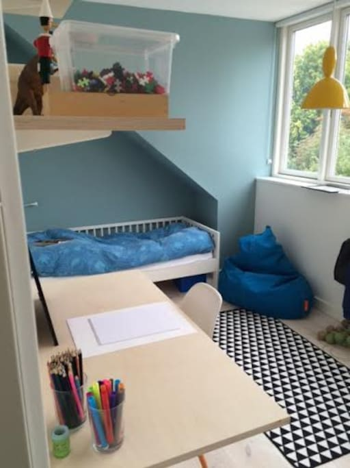 Kids room2. Juniorbed size 80x160