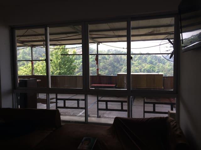 山庄。离市区十几分钟。坐卧大山。听风云醒来 - 温州市 - House