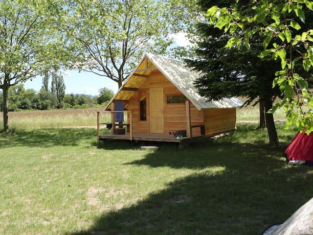 cabane trappeur en bois et toile - Die - Cabin