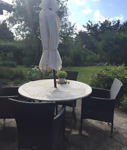 Lyst værelse i hus på Margeritruten - Bed & Breakfast