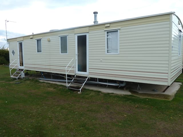 Static Caravan with 3 bedrooms, toilet and shower - Mersea Island