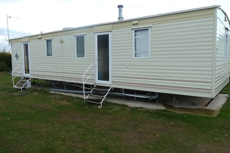Static Caravan with 3 bedrooms, toilet and shower - West Mersea