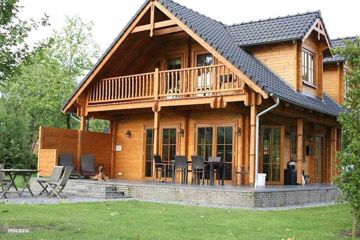 "Beautiful wooden Villa ""Albert"" with Wi-Fi, Garden, Balcony, Terrace and Sauna; Parking Available"