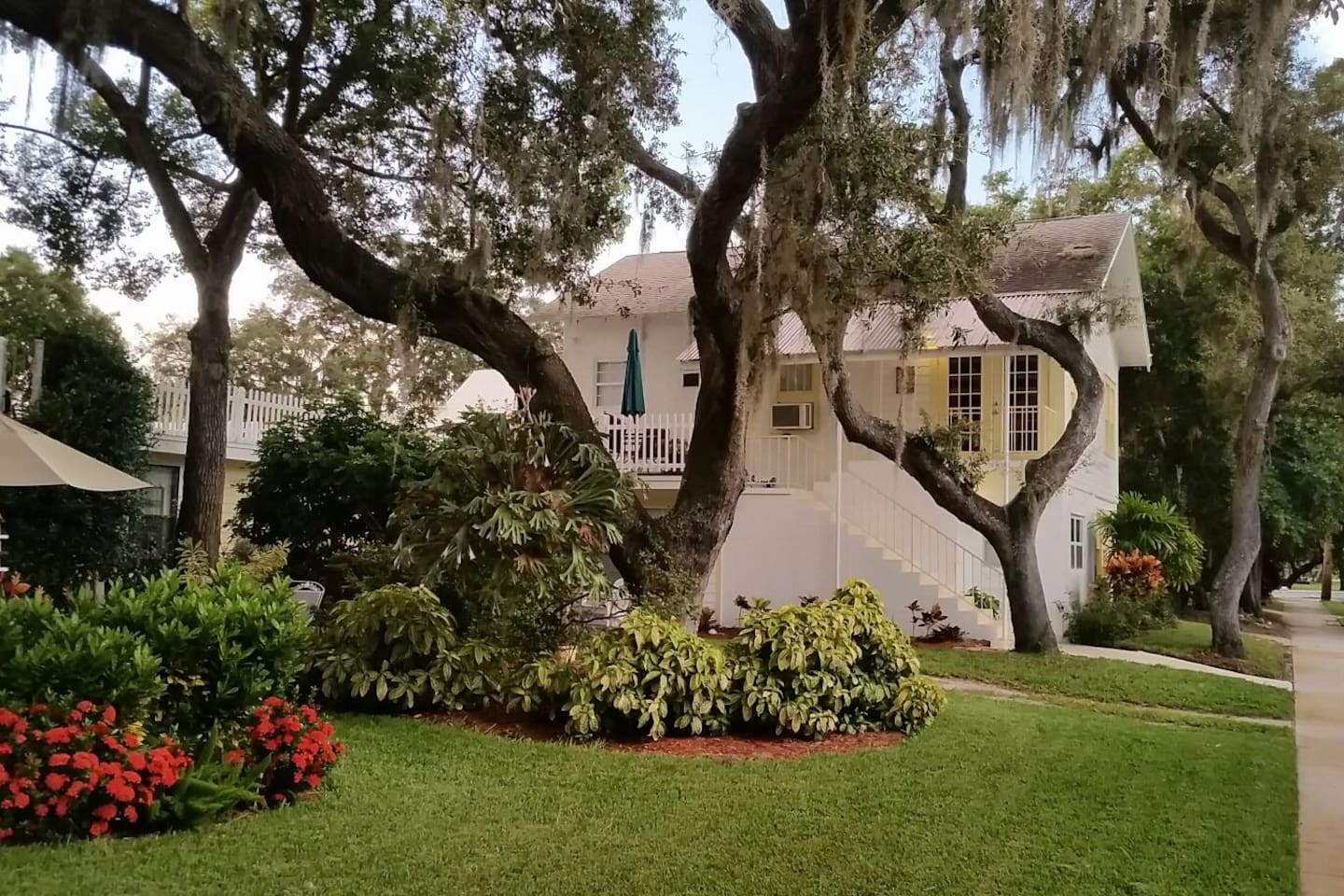 Cozy Carriage House at Spring Bayou - Apartments for Rent in Tarpon ...