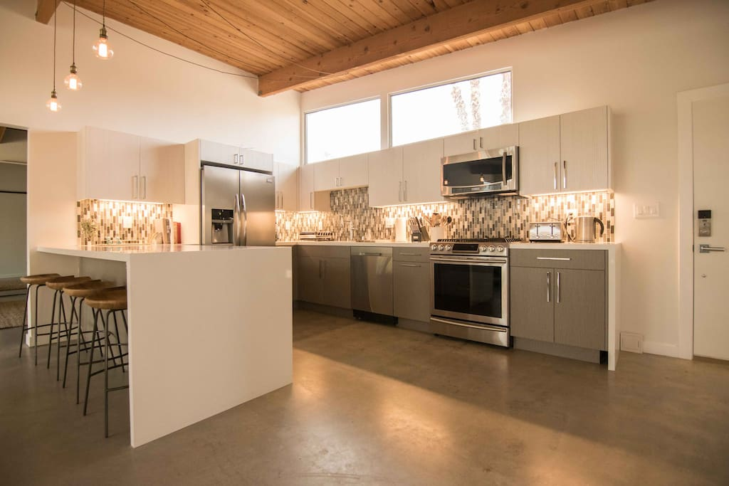 Full equipped kitchen with seating for 4