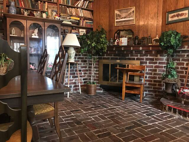 Vaughan's Farmhouse: Rural Setting, Quirky Abode
