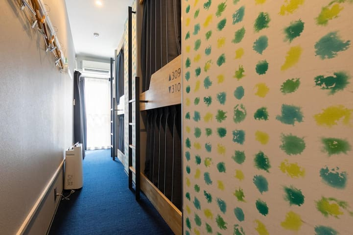 [Mixed Dormitory] Breakfast incl./5mins from Shintomicho Sta.on foot/Strolling around Ginza&Tsukiji/4Pax/FreeWifi