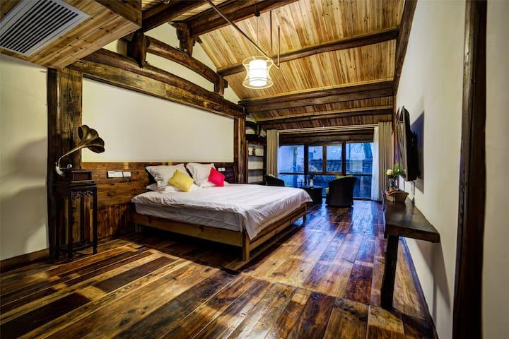 民国老宅,泥墙夯土,卯榫结构——莫干檐上深山 - Huzhou - Jordhytte