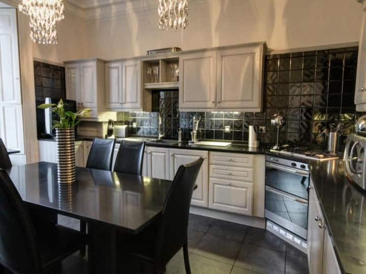 Central, luxurious two floor apartment