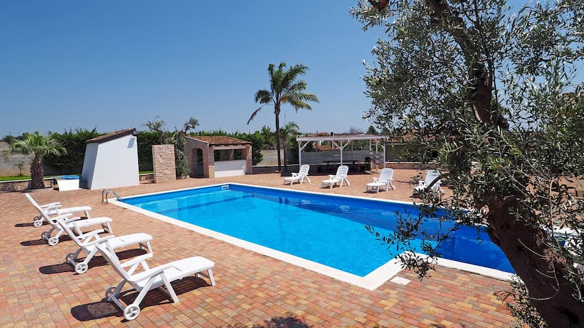 Villa with exclusive pool for 8 people, 4 bedrooms