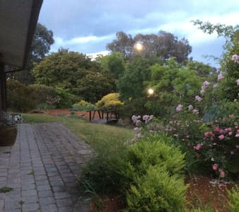 Views and peace close to Erindale - Monash - Dom
