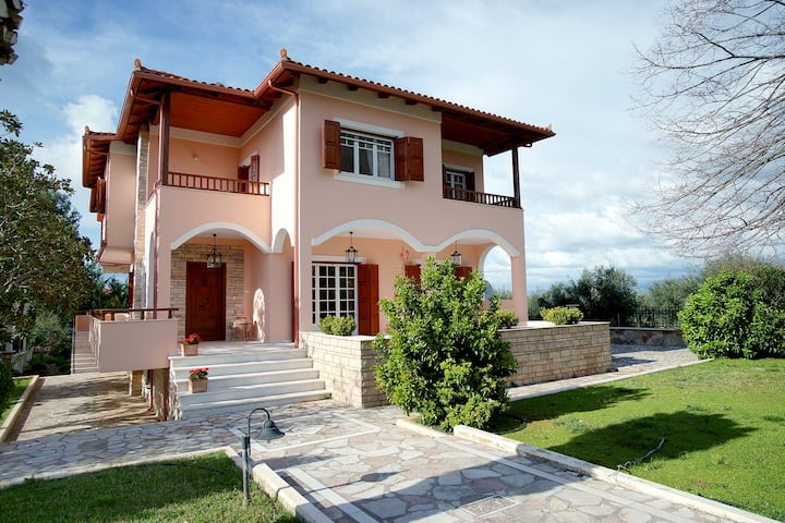 Stylish Villa in Messinia