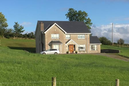 ★Bright, beautiful countryside home 4km from town★