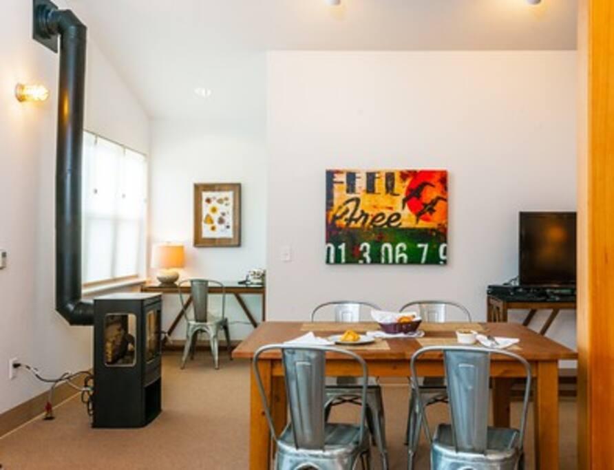 Living room includes desk nook.